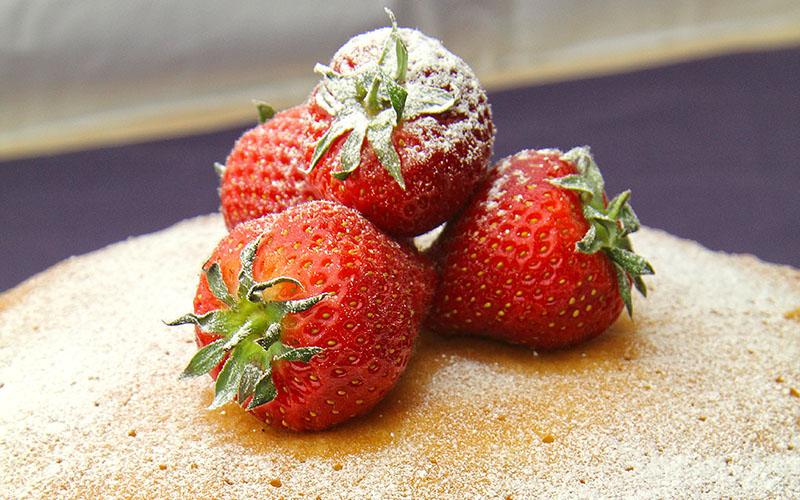 Recipe: Strawberries & Cream Sponge Cake